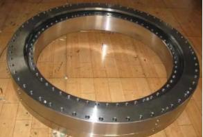 如何检修起重机回转支承无力?